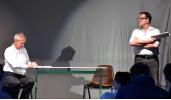 Bernd Surholt als Adolf Eichmann und Harald Schandry als Verhöroffizier